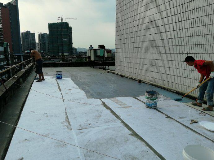 屋面防水维修铺布施工