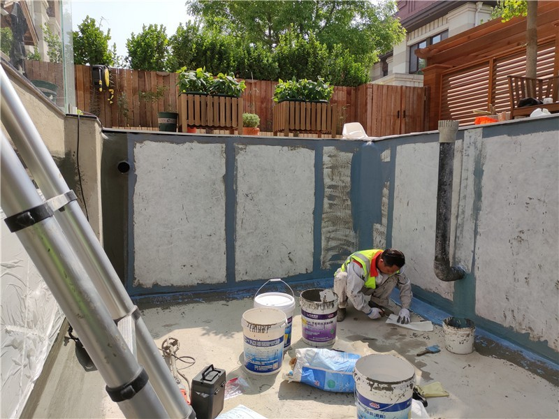 渗漏水水池第一道防水施工