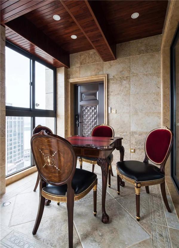别墅翻新改造阳台成休闲室