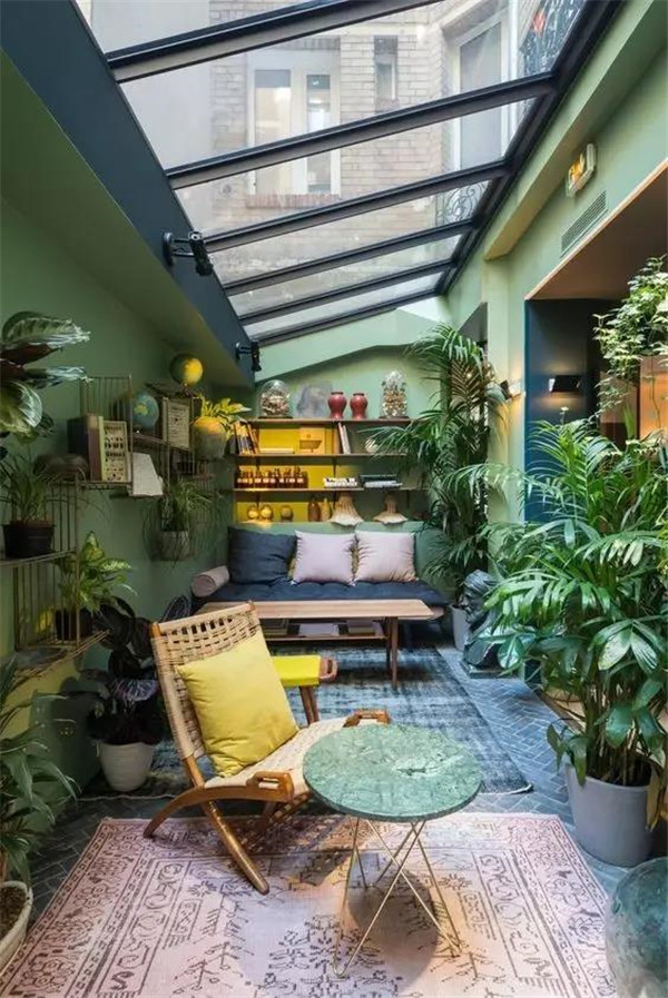 别墅阳台改造成花房