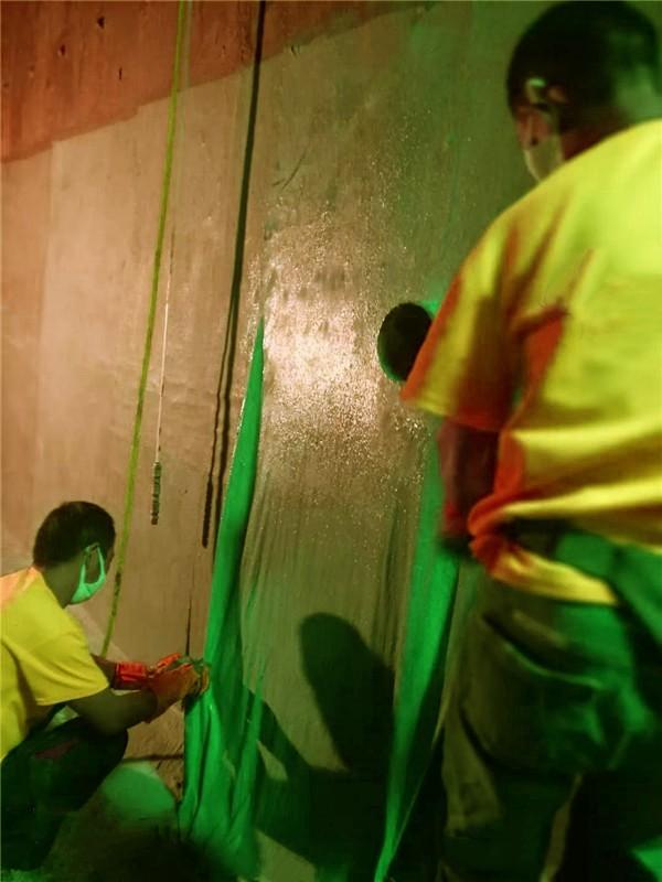 铺贴防水加筋布施工