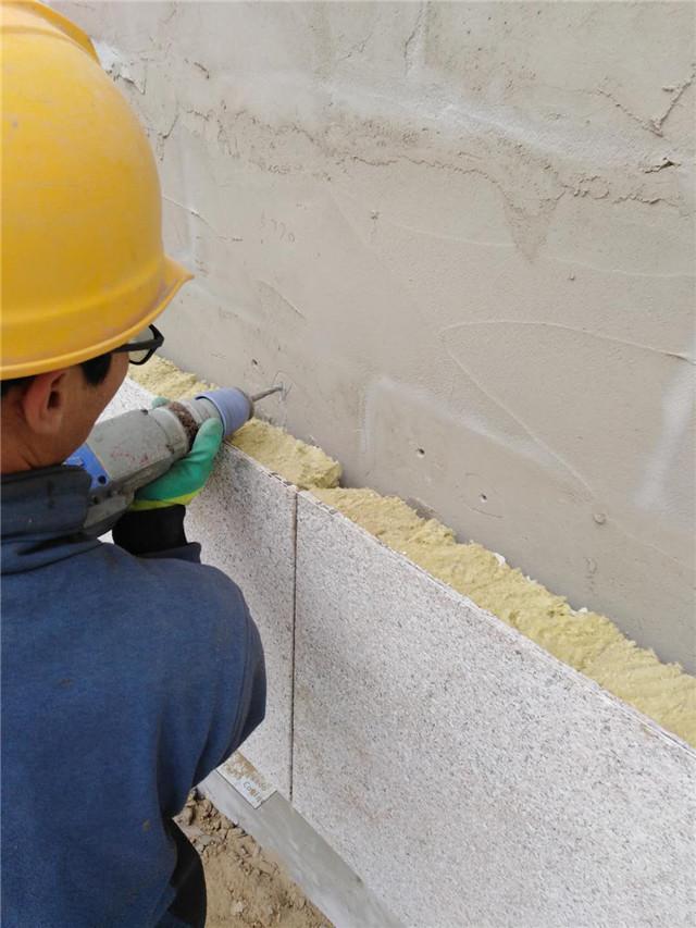 岩棉保温装饰一体板施工图片打点
