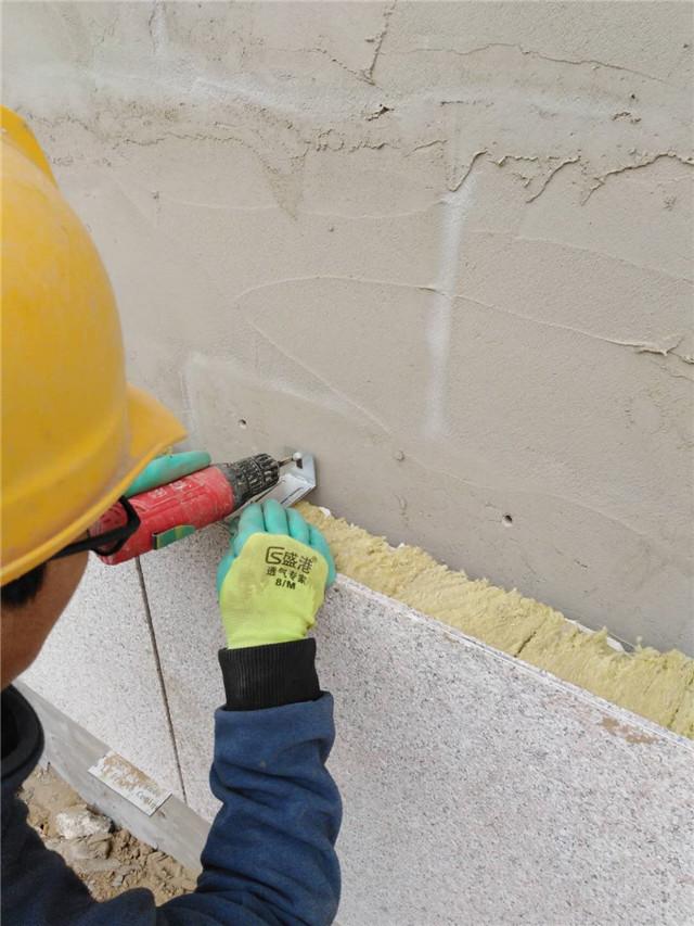 岩棉保温装饰一体板施工图片安装锚固拖件