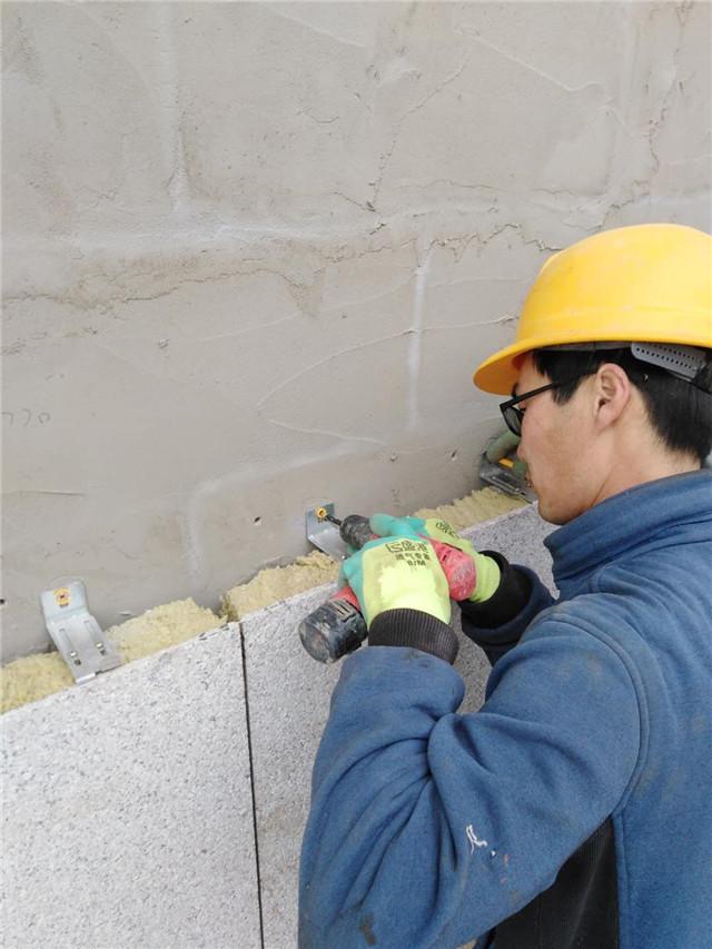 岩棉保温装饰一体板施工图片固定锚固件
