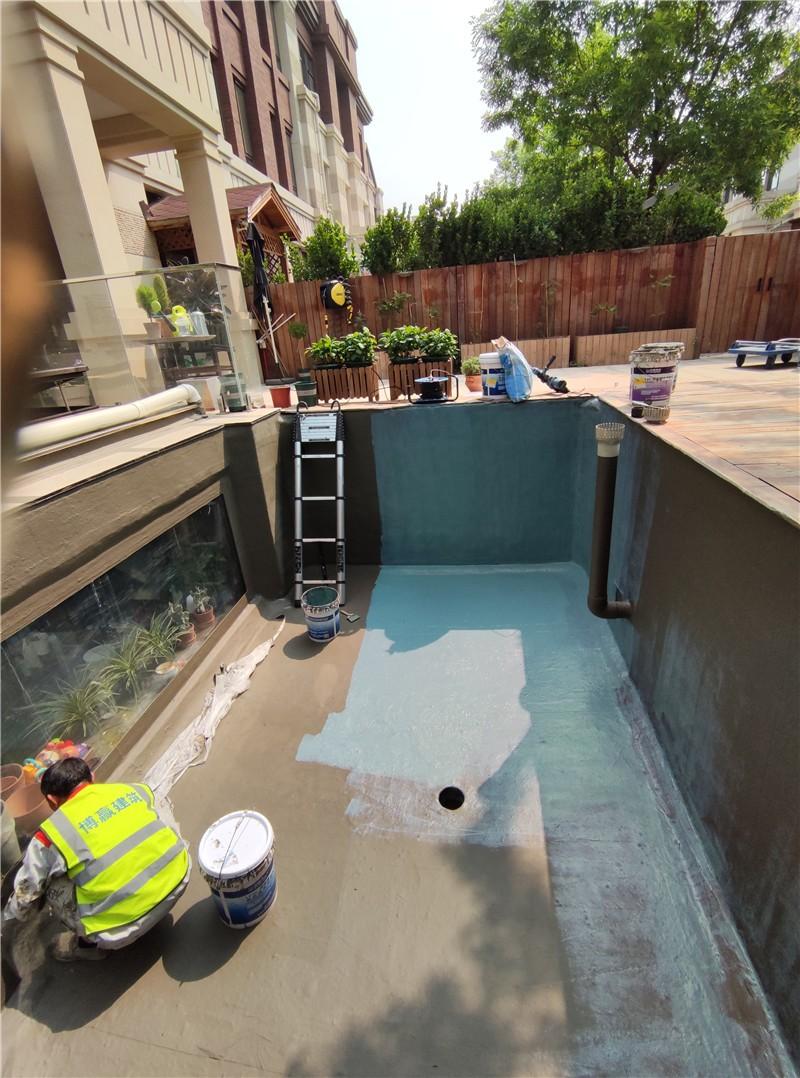 景观鱼池渗漏水防水维修第一遍防水施工
