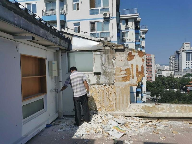 阳台墙面保温层开裂窜水维修