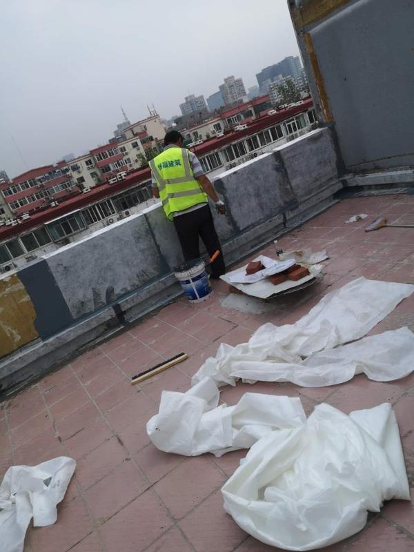阳台女儿墙防水维修施工