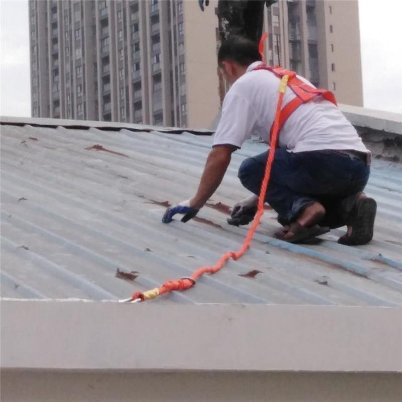金属屋面渗漏水施工基层手工除锈