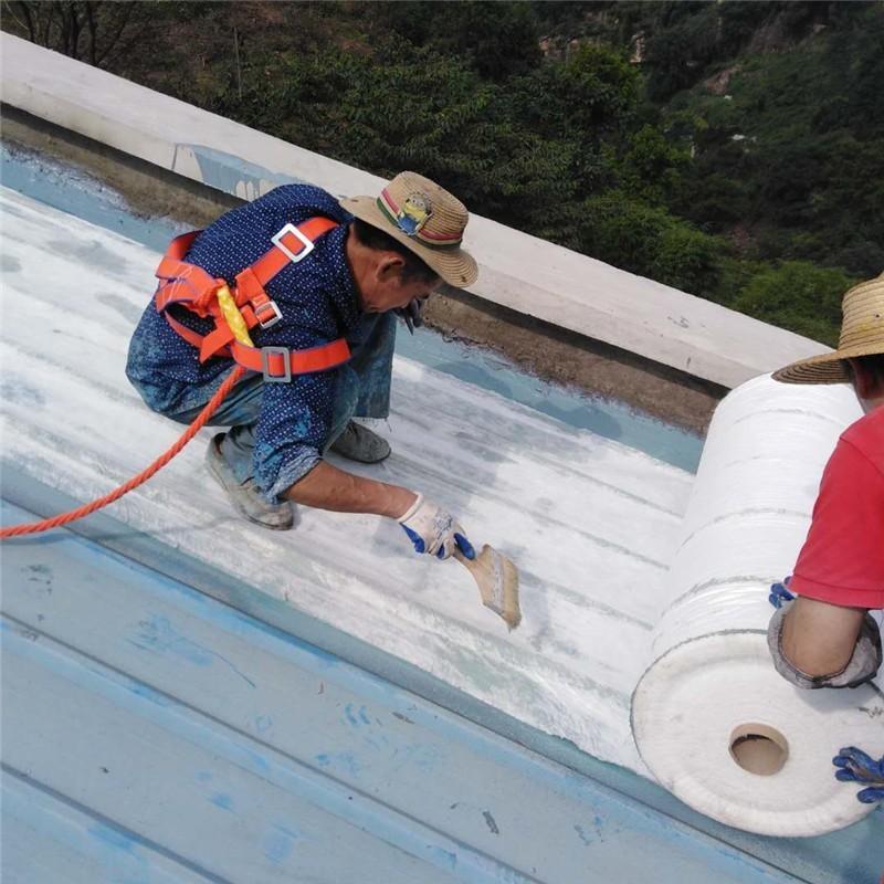 金属屋面渗漏水维修施工防水加筋布铺贴.jpg