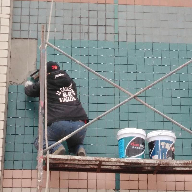 粘贴修复外墙瓷砖1