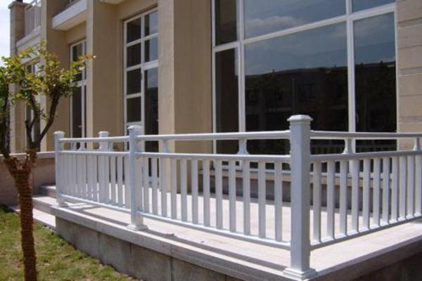 别墅外墙翻新——阳台护栏的种类及安装注意事项