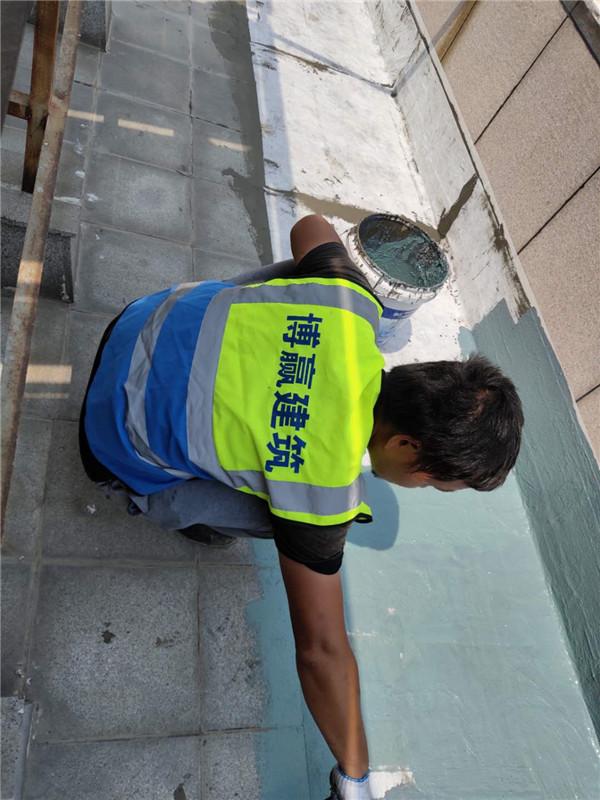 高端别墅石材屋面渗漏水维修现场施工图片1