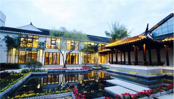 安康瀛湖翠屏岛酒店庭院