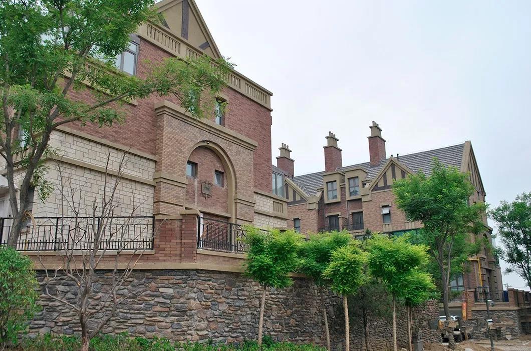 联排别墅文化砖外墙装修效果图
