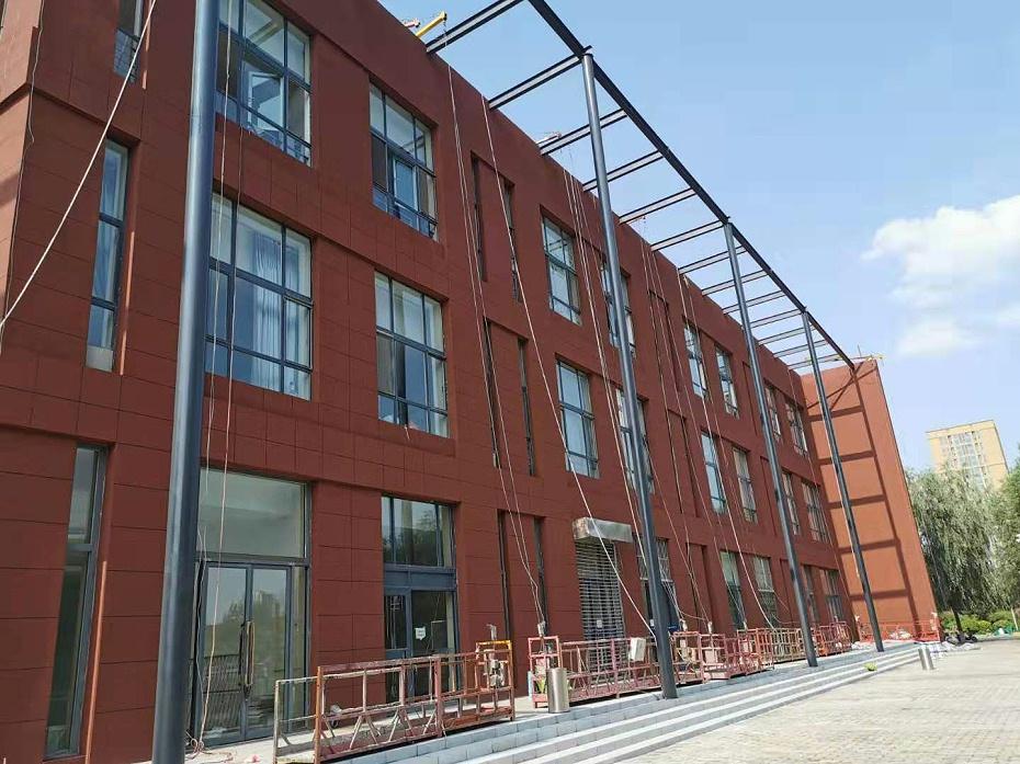 翻新改造完成的学校外墙